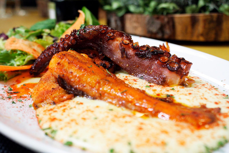 Restaurante El Puerto a la carta - Pulpo a la brasa sobre parmentier de patata
